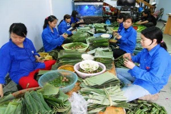 Thợ gói nem chua Thanh Hóa